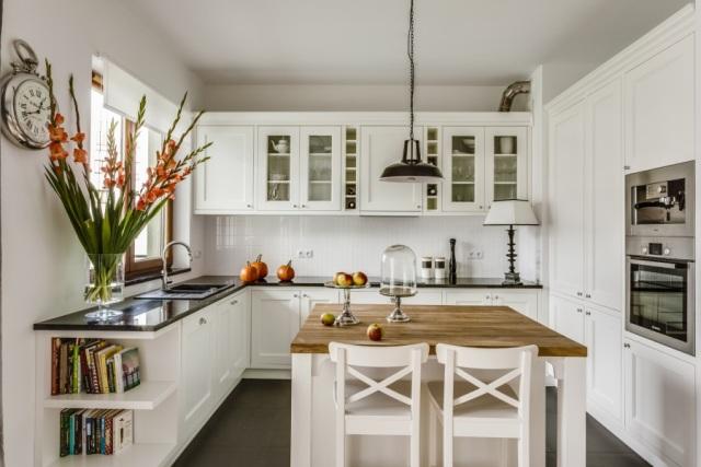 Białe ściany nieprzemijający czar koloru białego  Dom   -> Kuchnia Retro Biala