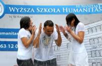 Humanitas nominuje w Ice Bucket Challenge polityk�w i dziennikarzy