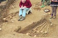 Archeolodzy znale�li szkielety, kt�re od 700 lat trzymaj� si� za r�ce