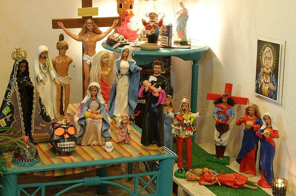 Lalki przerobione na wizerunki świętych