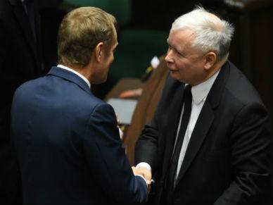 Pierwszy cud Ewy Kopacz: Jaros�aw Kaczy�ski u�cisn�� d�o� Donaldowi Tuskowi