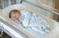 M�oda kobieta pr�bowa�a porwa� noworodka ze szpitala