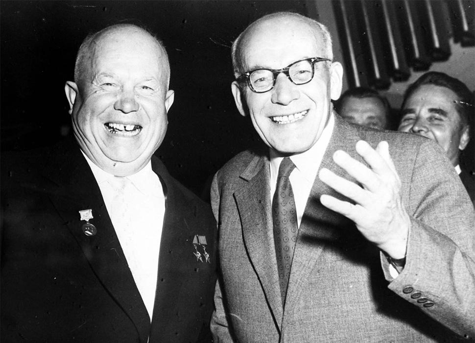 Znalezione obrazy dla zapytania ruscy na warszawe 1956