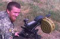Bojownik z Donbasu grozi� Polakom. Teraz strzela w kierunku swoich