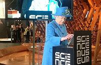 Kr�lowa El�bieta II wys�a�a wiadomo�� na twitterze