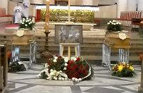 Ostatnie po�egnanie rodziny Kmiecik�w. T�umy na pogrzebie