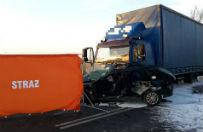 Tragiczny wypadek na drodze. Tir zderzy� si� z dwoma osob�wkami