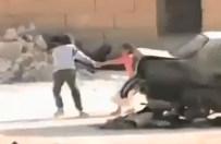 Dramatyczne wideo z Syrii. Ch�opiec ratuje dziewczynk� spod ostrza�u snajpera