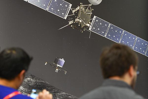 Dziennikarze przed wizualizacj� l�dowania na komecie Churyumov-Gerasimenko