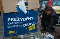 Marcin Krupa urz�dzi� wielkie sprz�tanie plakat�w wyborczych