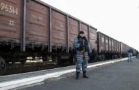 Poci�g ze szcz�tkami zestrzelonego samolotu w drodze do Charkowa