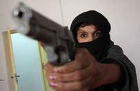 Talibowie zabili jej syna. Chwyci�a za bro� i wymierzy�a sprawiedliwo�� - zastrzeli�a 10 islamist�w