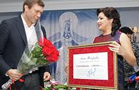 Znana rosyjska �piewaczka Anna Netrebko przekaza�a milion rubli na potrzeby opery w Doniecku