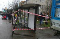 Wroc�aw: samoch�d wjecha� w przystanek, 2 osoby ranne