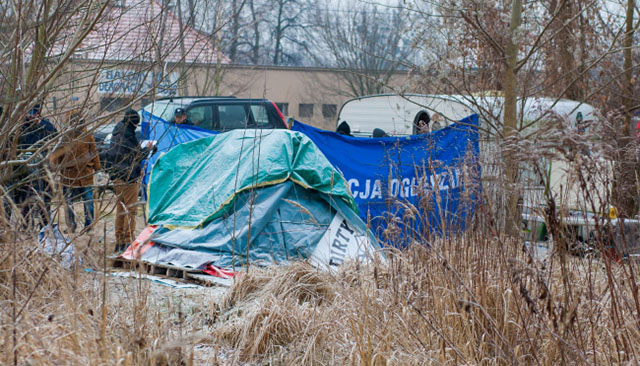 Tragedia w Poznaniu: trzy osoby zmarł w przyczepie