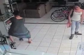 Niezwykła kradzież: wyniosła telewizor pod spódnicą