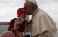 Papież Franciszek odprawił mszę za ocalałych z tajfunu na Filipinach