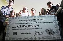 Popularny youtuber zebra� dla szpitala z Jastrz�bia Zdroju 112 000 z�. Wszystko w jeden dzie�