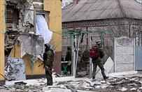Atak separatyst�w uwieczniony na nagraniach. Rakiety spada�y na samochody i budynki w Mariupolu