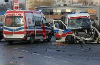 Wypadek w Lesznie. Tir stan�� w ogniu po zderzeniu z karetk�