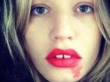 Co oznacza rozmazana szminka?