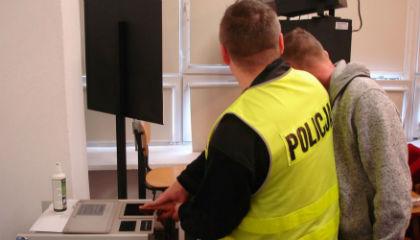 Policja rozbi�a grup� podejrzan� o handel lud�mi