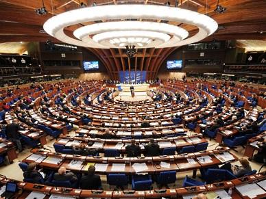 Cz�onkowie rosyjskiej delegacji zaatakowani przed budynkiem Rady Europy