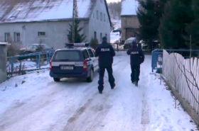 Rodzina rzuciła się z nożami na policjantów