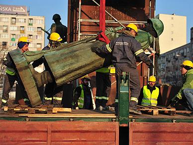 """Ambasada Rosji: oczekujemy wyja�nie� ws. pomnika """"czterech �pi�cych"""""""