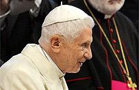 Benedykt XVI dwa lata po rezygnacji: dobrowolna izolacja i cicha obecno��