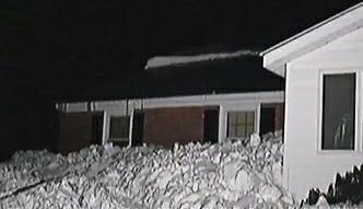 Jak może się skończyć odśnieżanie dachu?