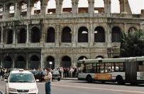 W Rzymie ekipa Jamesa Bonda wyr�czy�a policj� i stra� miejsk�