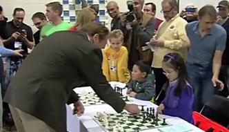 8-latka pokonała Schwarzeneggera w szachy