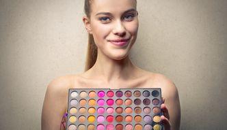 Jak modelować twarz makijażem?