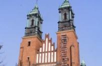 Wiatr uszkodzi� wie�e Katedry Pozna�skiej