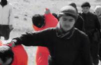 Pa�stwo Islamskie publikuje okrutny film. Nastolatki obcinaj� g�owy