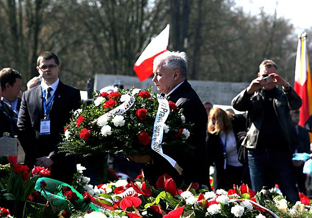 W 5. rocznicę katastrofy smoleńskiej politycy PiS uczcili pamięć jej ofiar