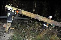 Cyklon Stefan przechodzi nad Polsk�. Wichury pozbawi�y pr�du tysi�ce ludzi