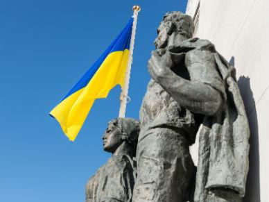Zamieszki przed parlamentem Ukrainy w Kijowie. S� ranni i co najmniej jeden zabity