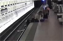 Waszyngton: pasa�erowie uratowali niepe�nosprawnego, kt�ry spad� na tory metra