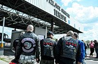 """Stra� Graniczna zatrzyma�a motocyklist�w z Rosji w Terespolu. Nie ma pewno�ci, czy to """"Nocne Wilki"""""""