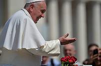 Papie� Franciszek do wiernych: chcia�bym, aby w Ko�ciele kl�kano przed biednymi