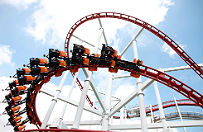 Gro�ny wypadek w parku rozrywki w Zatorze. M�czyzn� potr�ci� rollercoaster