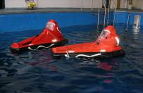 Ucieczka z ton�cego okr�tu podwodnego lub �mig�owca? Niezwyk�e �wiczenia
