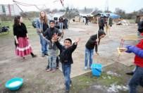 Kontrowersje wok� romskich koczowisk. Prezydent Wroc�awia Rafa� Dutkiewicz zabra� g�os
