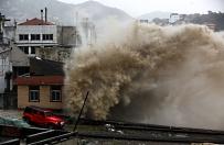 Tajfun wymusił ewakuację 1,1 mln ludzi i odwołanie kilkuset lotów w Chinach