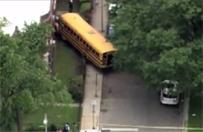 Uczniowie ukradli szkolny autobus i wjechali nim w �cian� budynku