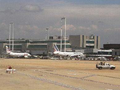 Wznowiono prac� lotniska Fiumicino. Stra�acy opanowali po�ar