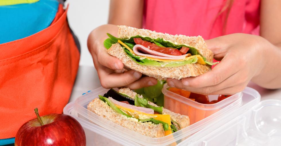 Co spakować do jedzenia uczniowi podstawówki?