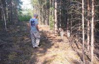 Kto� przywi�za� psa do drzewa w �rodku lasu pod Jarocinem